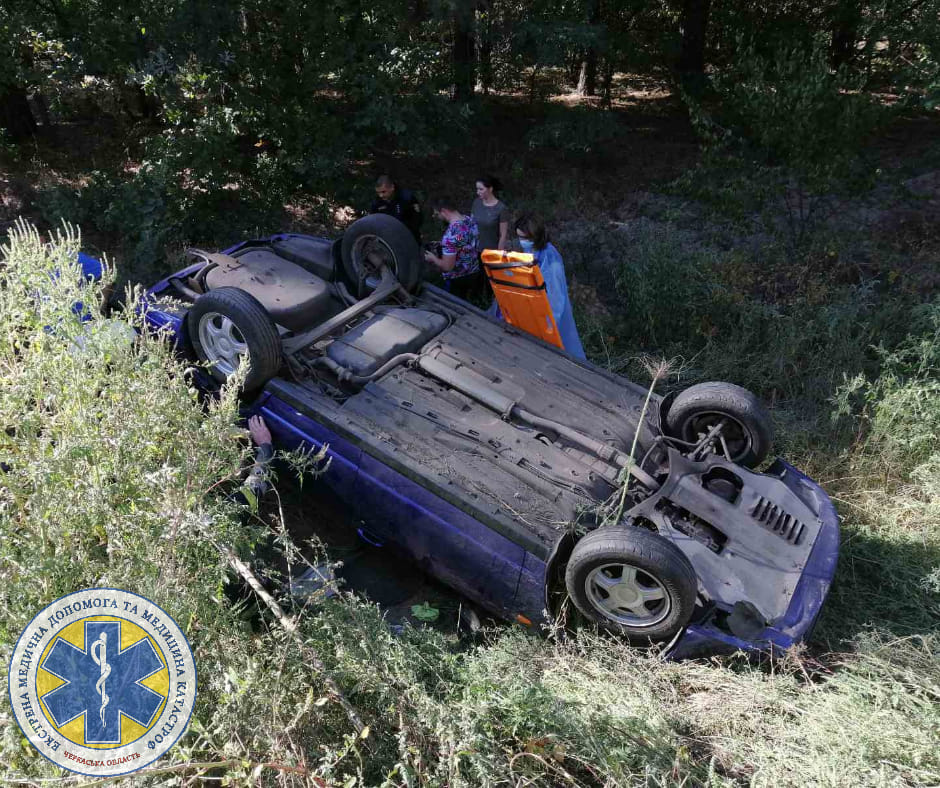 Аварія неподалік Благодатного: двох пасажирок із перевернутого авто госпіталізували