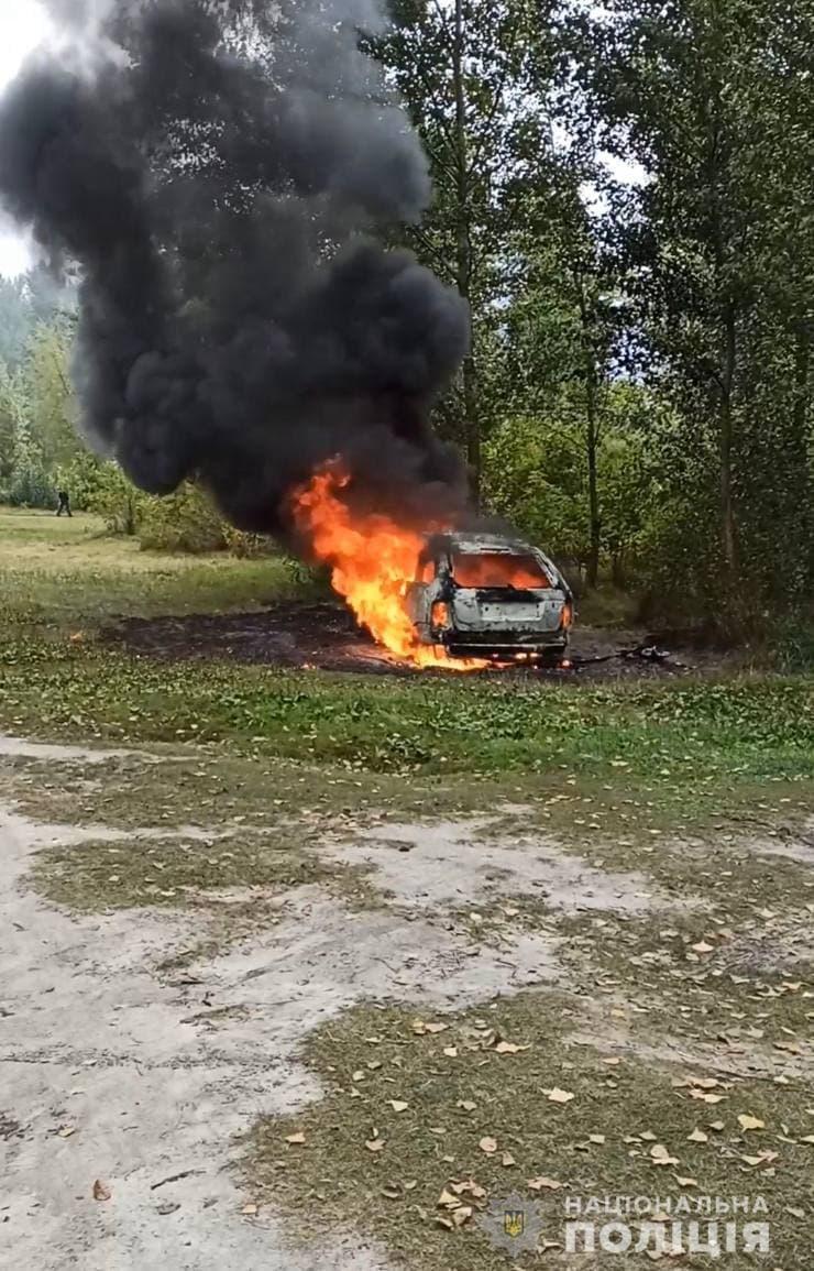 Біля Долини троянд поліція виявила автівку, що згоріла