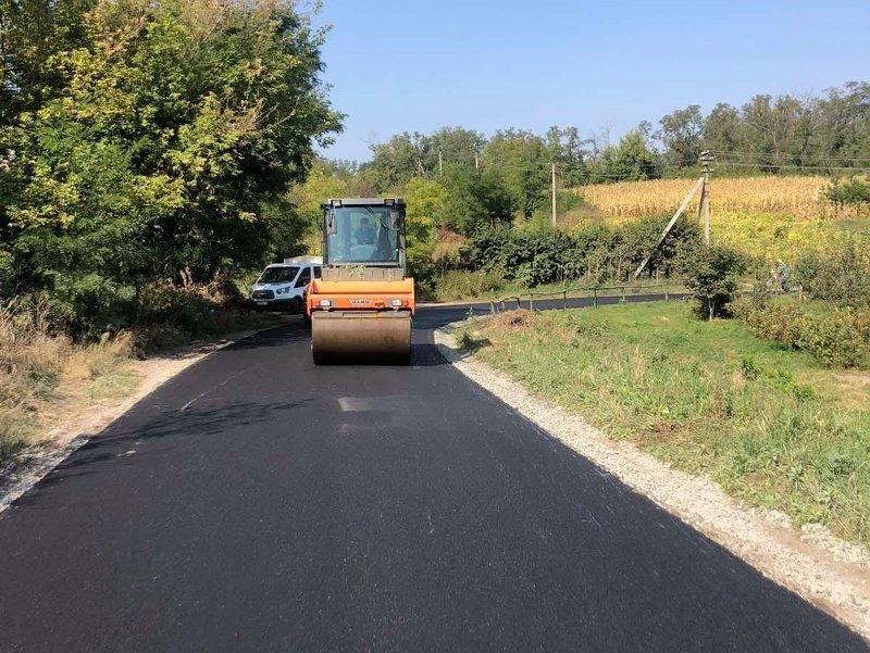 В області ремонтують дороги місцевого значення