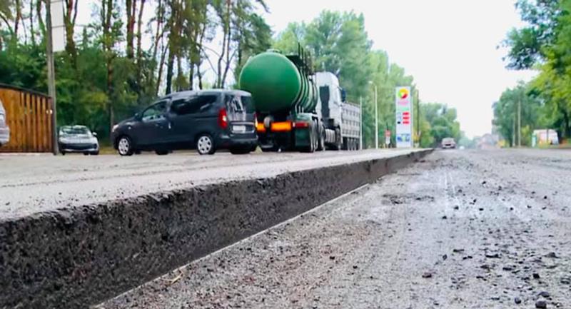 У Смілі ремонтують дорогу, яка пролягає через усе місто