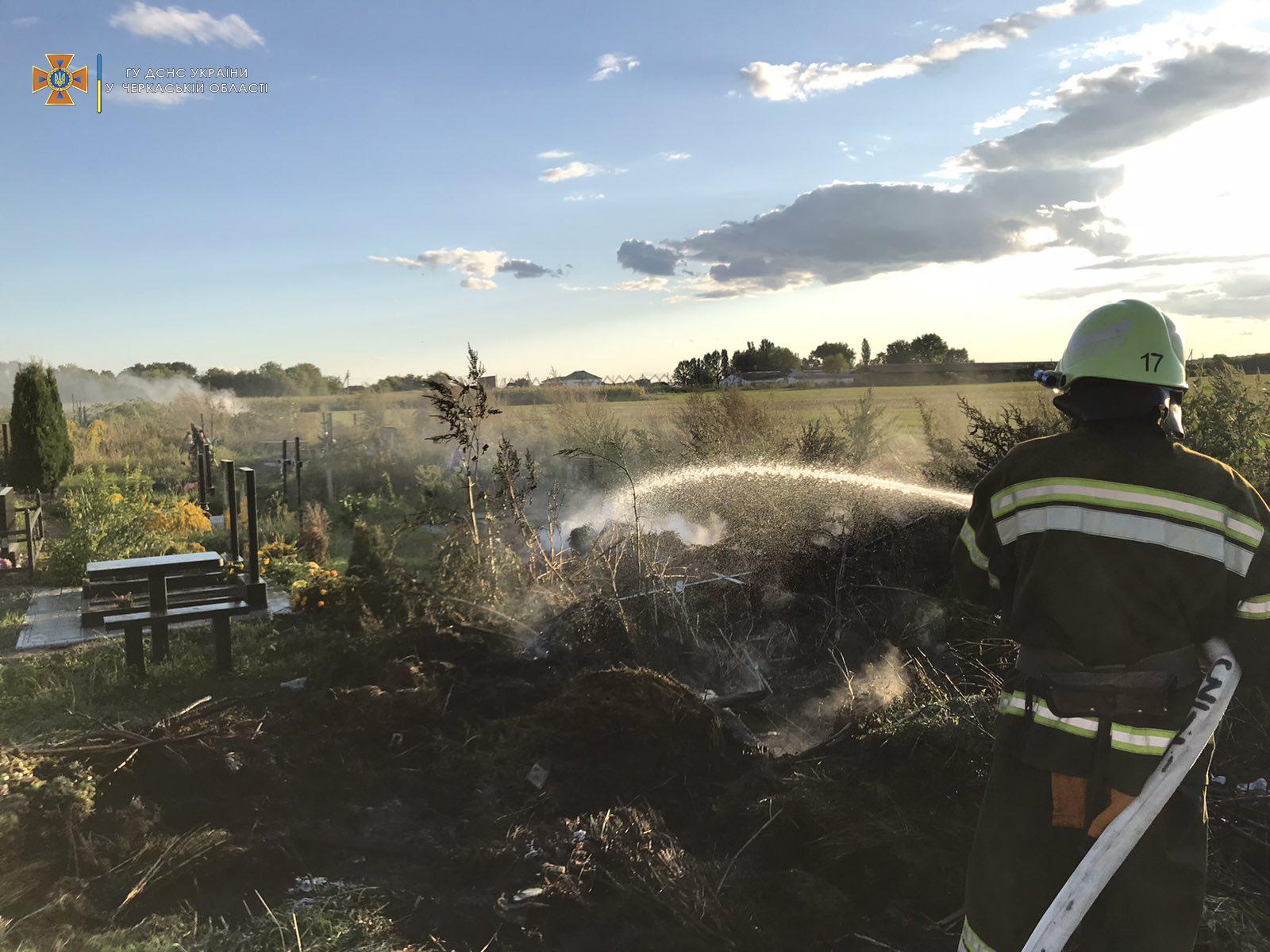 В області ліквідували дві пожежі, що виникли на відкритих територіях