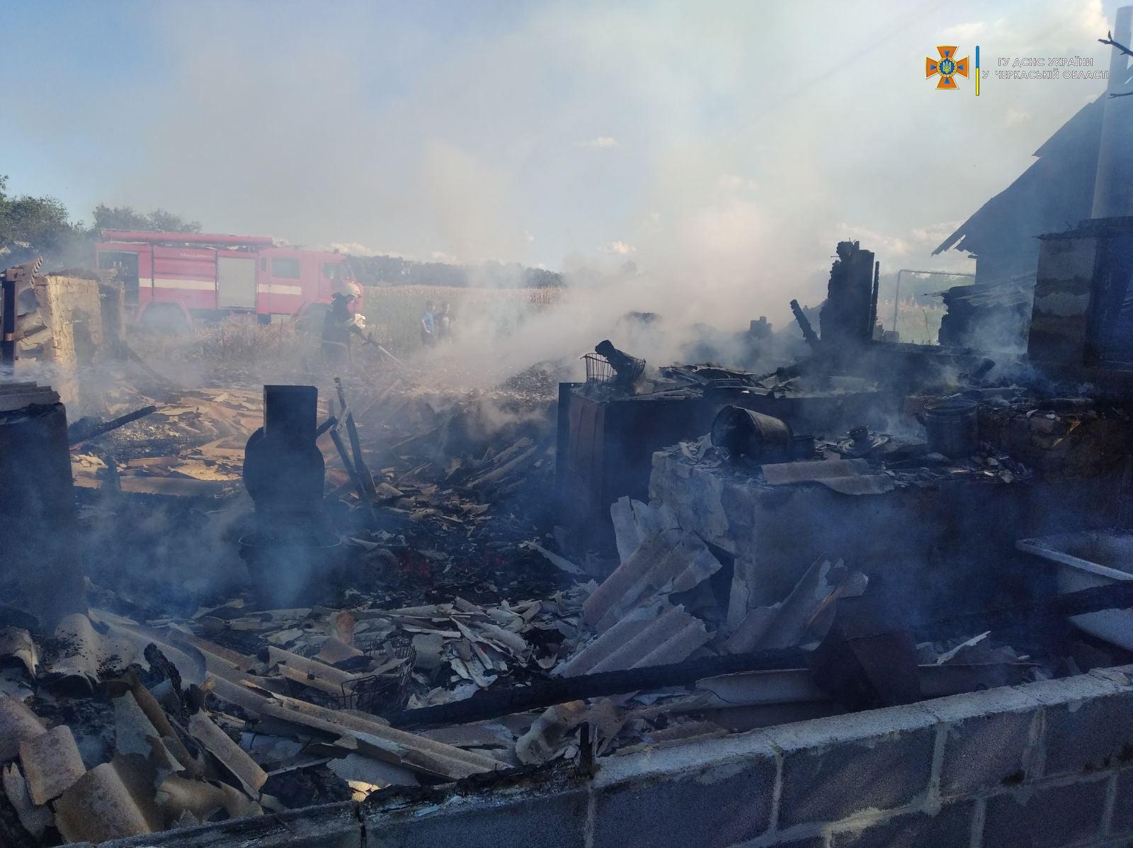На Черкащині внаслідок пожежі згоріли дві споруди