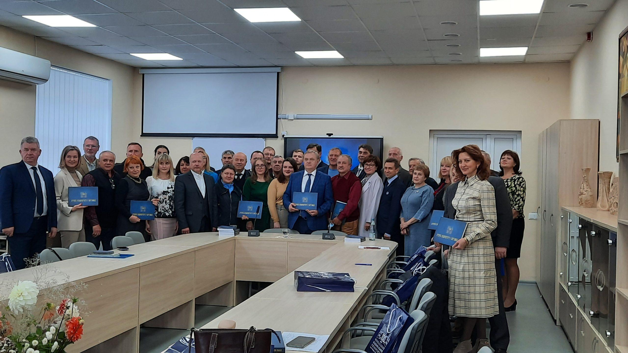 «Історію університету в світлинах» презентували в Черкаському національному