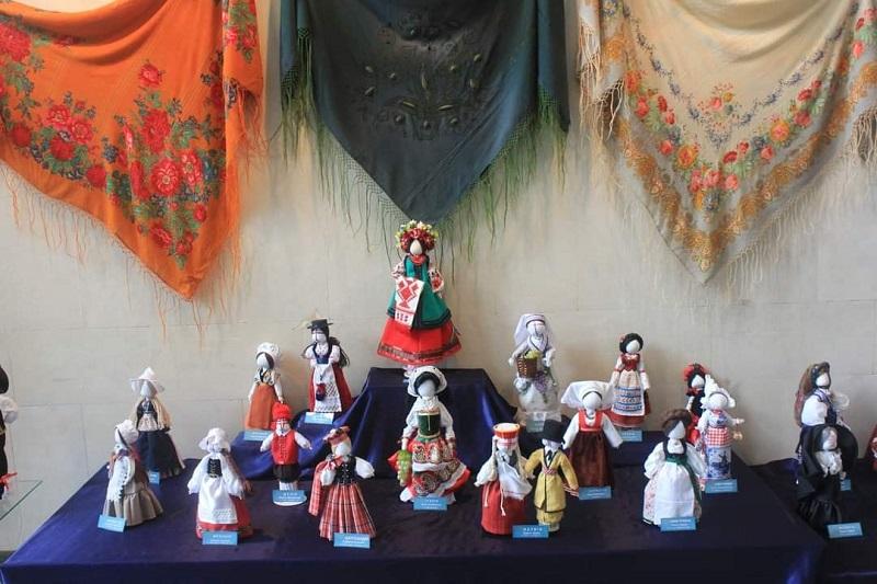 У краєзнавчому музеї триває виставка «Ляльки в костюмах країн Європи»