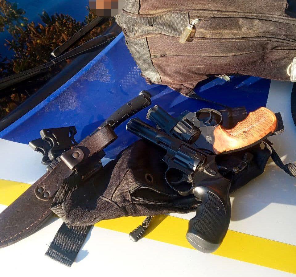 У чоловіка, який вчинив бійку в Черкасах, виявили зброю
